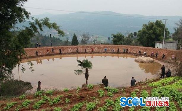孤玉村、城北镇柳垭村、盐店镇拱石村实地参观了三大建设情况,下午